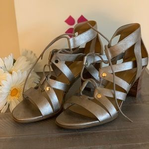 Naturalizer metallic gold sandal, never worn!